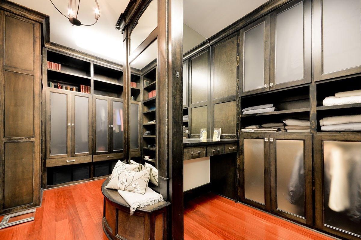 8N-5618CV-Master-Closet